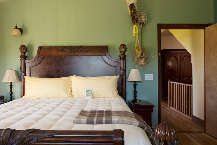 Green Sea Suite at Kalaekilohana Inn & Retreat