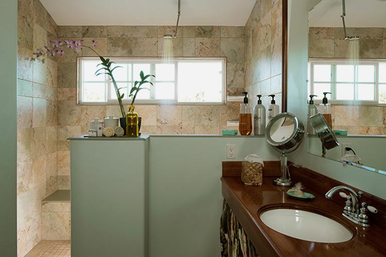 Green Sea Suite bathroom at Kalaekilohana Inn & Retreat